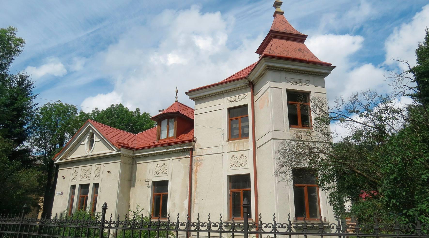 """Результат пошуку зображень за запитом """"Сколівська райдержадміністрація замовила ремонт музею в своєї працівниці"""""""